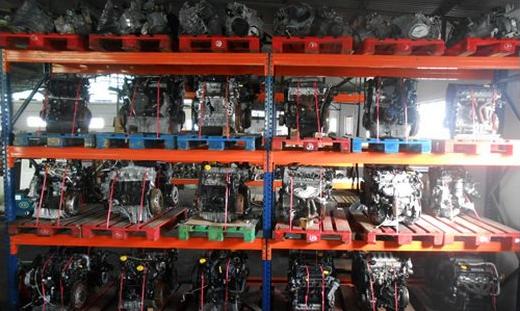 estante com motores usados